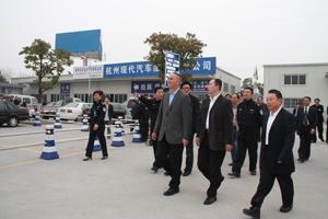 09年3月19日上午9时许,市长蔡奇一行莅临杭州汽车城检查工作