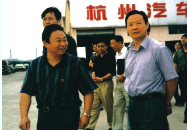 杭州市市长仇保兴在董事长夏国良陪同下视察杭州汽车城