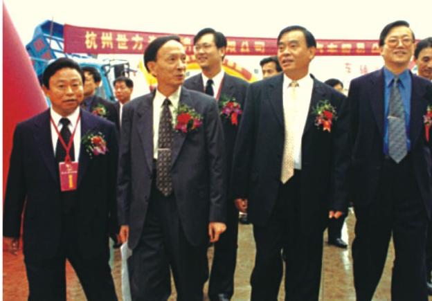 浙江省省长吕祖善在董事长夏国良陪同下视察杭州汽车城